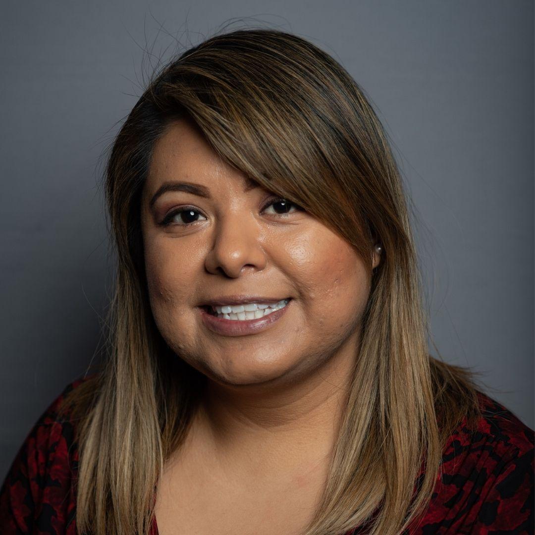 Abigail Zapote Speaker financially Strong Latina